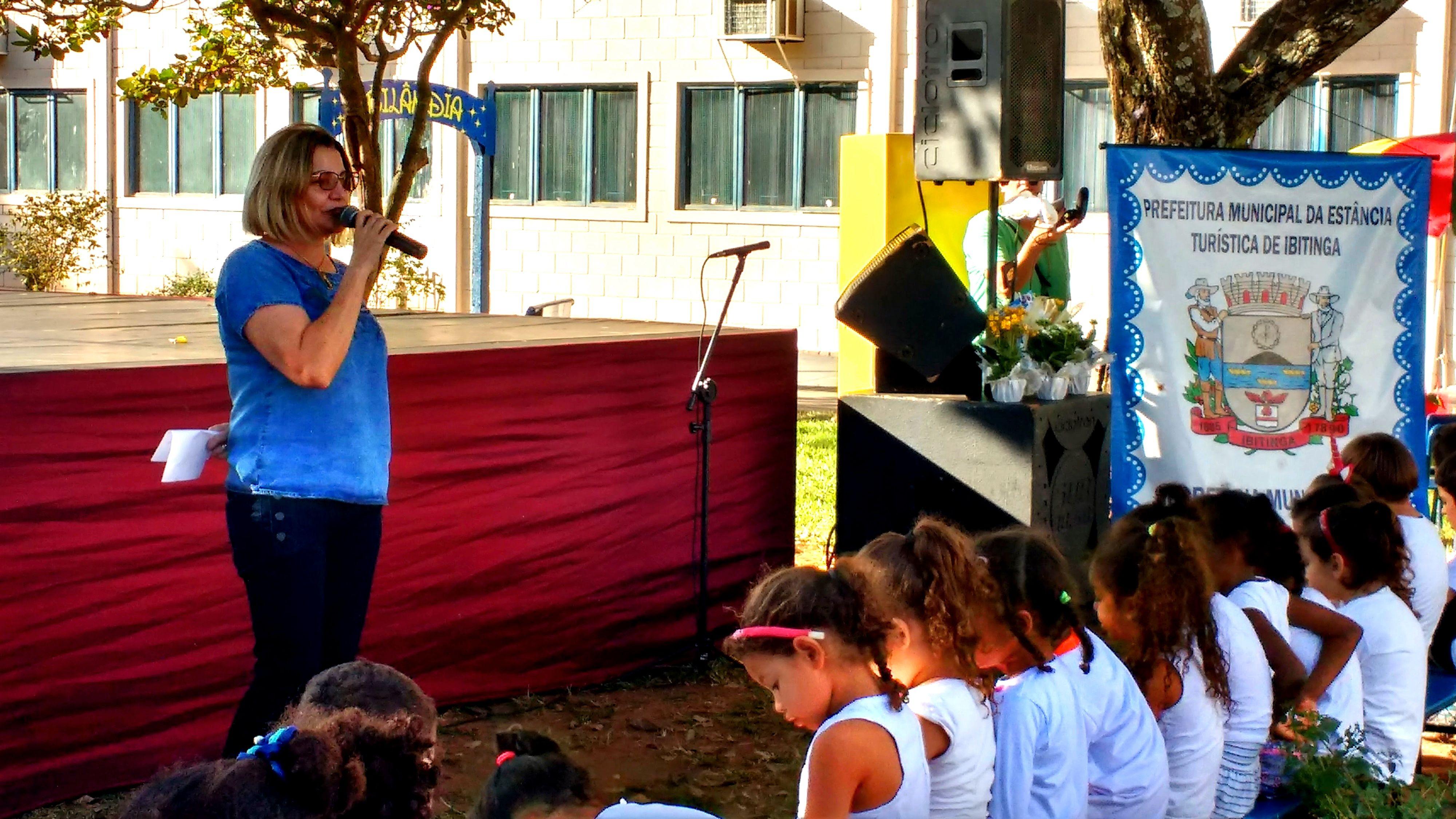 Ex-professora, a prefeita de Ibitinga, Cristina Aranas, destacou importância das artes para as crianças. | Foto: Polo Cultural