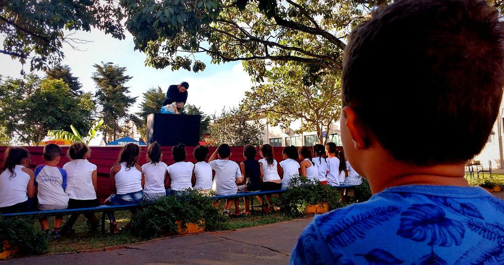 Teatro de bonecos deixou vidrados os olhares das crianças. | Foto: Polo Cultural.