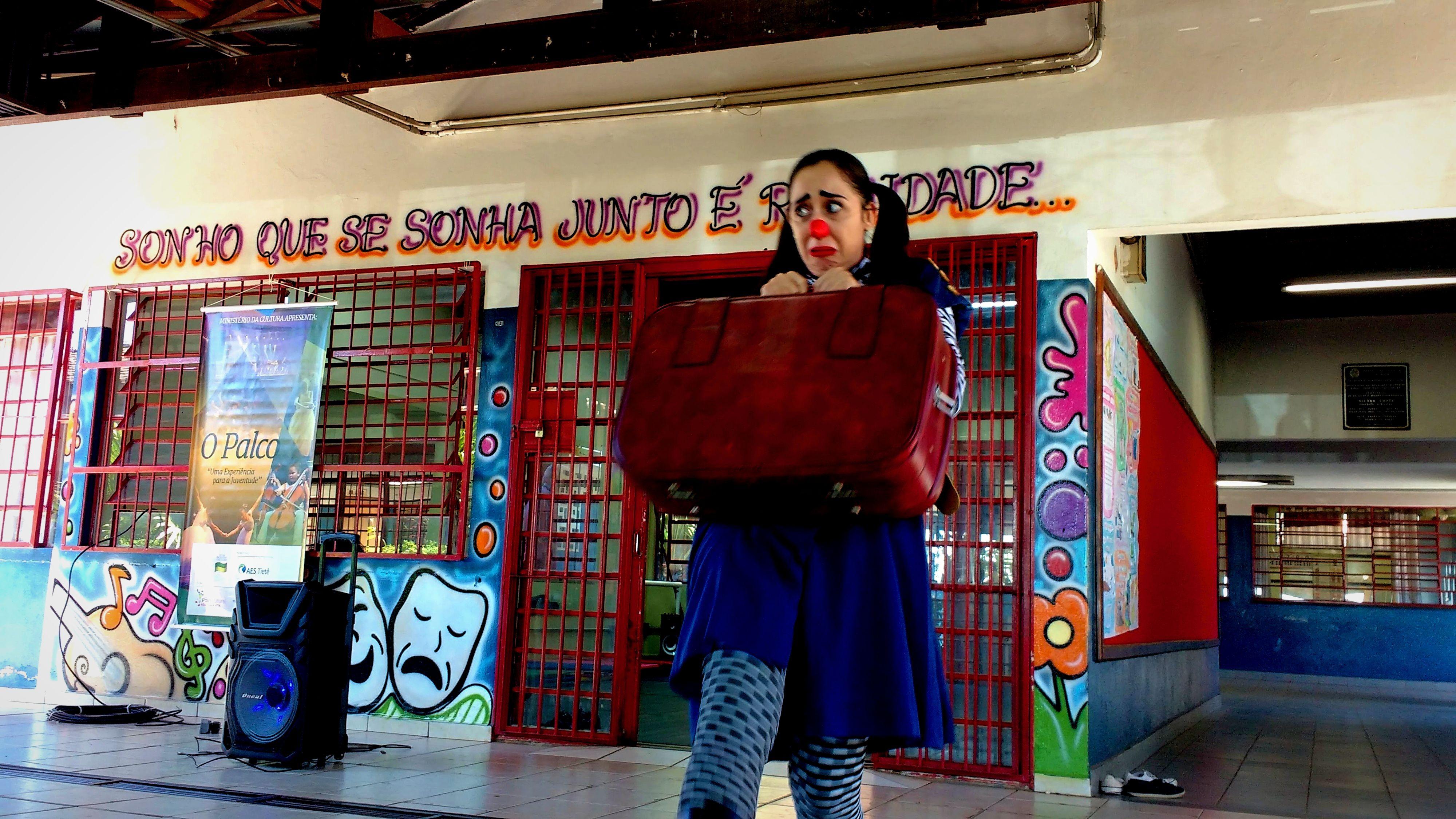 A professora acredita na construção coletiva e no brilho que mora nos olhos das crianças.   Foto: Polo Cultural.