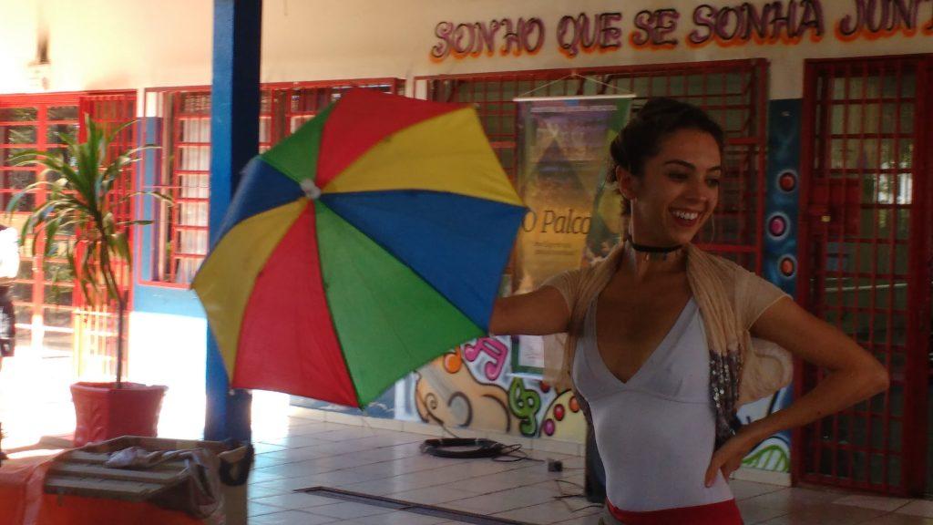 A dança é o colorido da infância de Bel e seus cores ainda hoje, como professora e profissional.