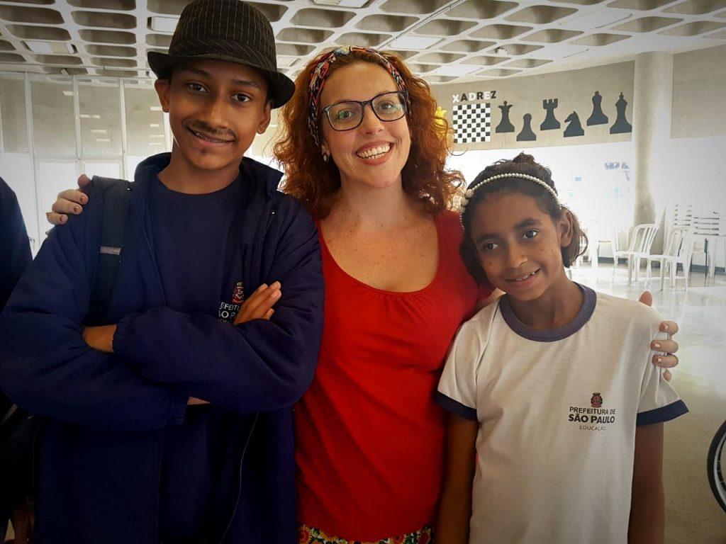 Do Acessibilidade, Kauã e Bia se destacaram com a turma de teatro do projeto O Palco, no Jaçanã. A professora Andresa foi o elo.